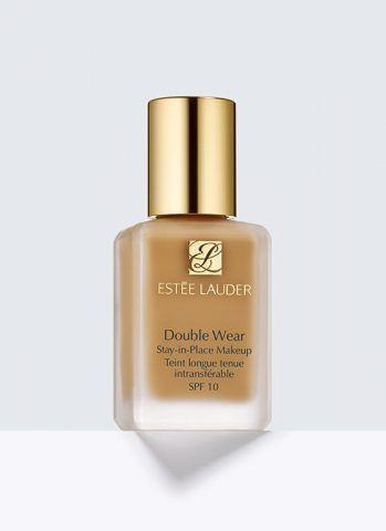 Il fondotinta Double Wear Makeup di Estée Lauder è formulato a lunga tenuta contro caldo, umidità e traspirazione fino a 15 ore. Coprente come un fluido ad alta coprenza, è leggero e scorrevole come una BB cream. €48