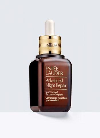 Advanced Night Repair di Estée Lauder è il siero notte che rende la pelle liscia, radiosa e dall'aspetto più giovane. €96