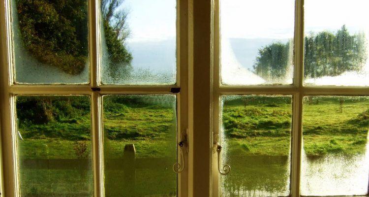 Come eliminare la condensa in casa bigodino - Condensa vetri casa ...