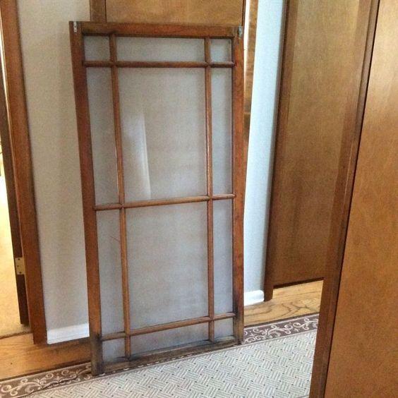 Poi sono stati presi dei vecchi infissi, ai quali sono stati tolti i vetri