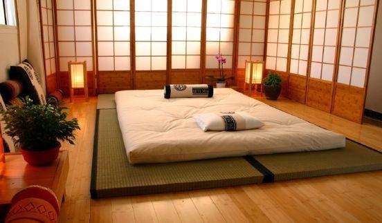 Letto futon con cuscini giapponesi