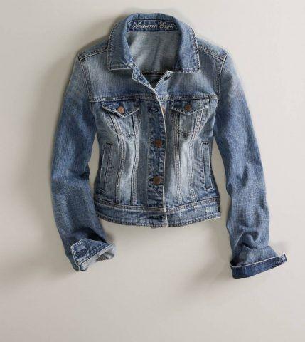 Non dimenticatevi di avere un giubbotto di jeans nel guardaroba