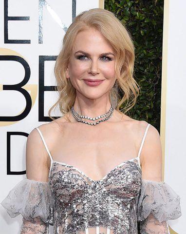 Raccolto morbido con ciocche ondulate per Nicole Kidman