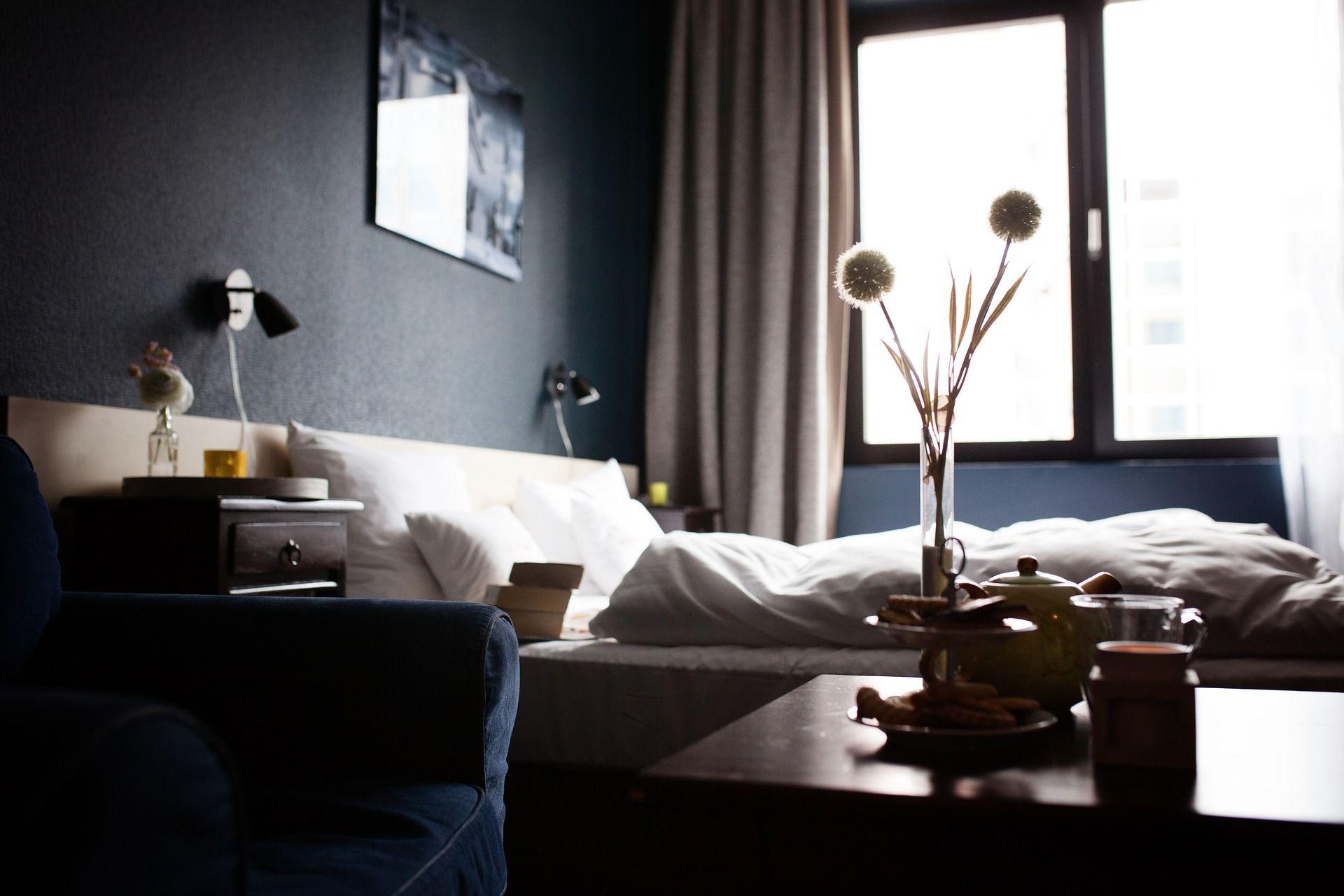 Tende Per Chiudere Ripostiglio come arredare una camera da letto piccola: le idee