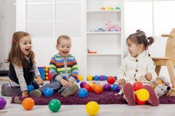8 oggetti inutili da trasformare in giochi per bambini