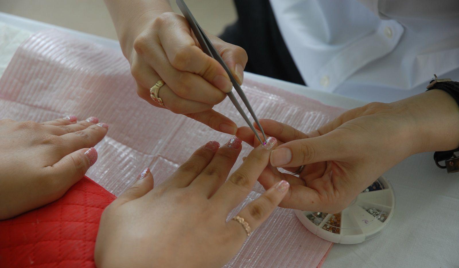 Come rimuovere il gel della ricostruzione unghie senza rovinarle