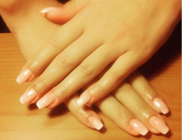La manicure nude è di moda