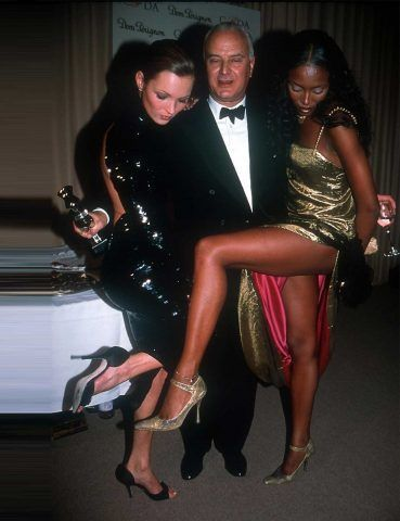 Manolo Blahnik con Kate Moss e Naomi Campbell.