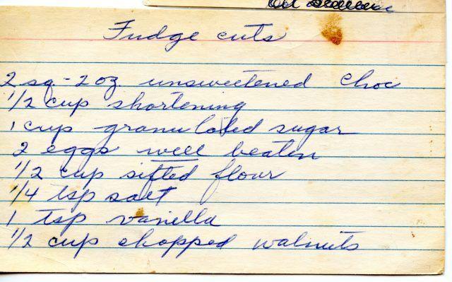 Sistemate i fogli volanti con sopra le ricette scritte.