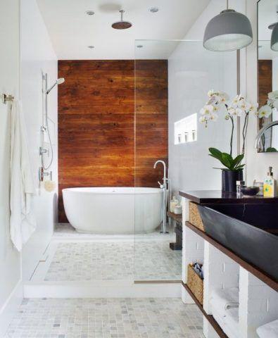 Il legno anche in bagno