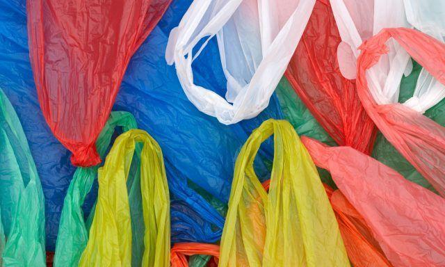 Davvero vi servono tutti quei sacchetti di plastica che avete conservato?