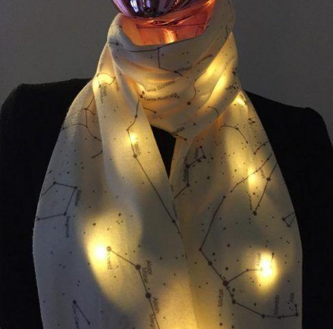 Shenova Fashion, la sciarpa bianca