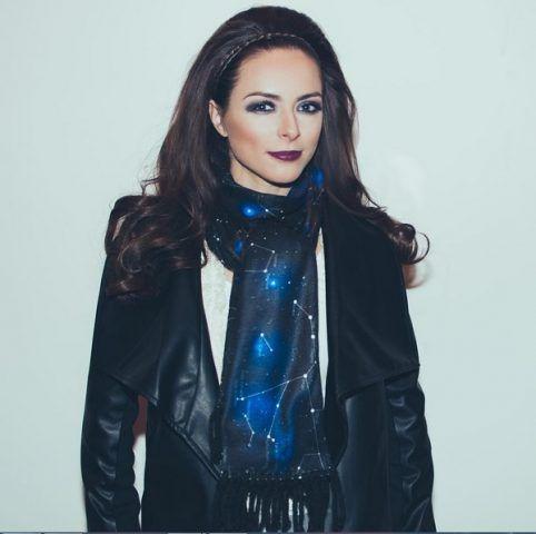 Shenova Fashion, la sciarpa nera