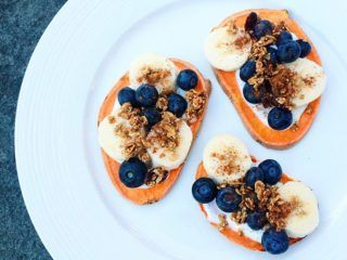 sweet-potato-toast-mirtilli