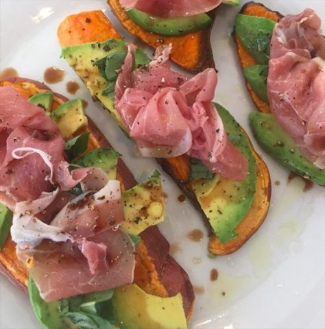 Sweet potato toast con prosciutto