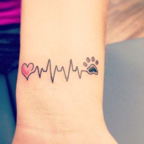 Tatuaggio dedicato ai cani con cuore