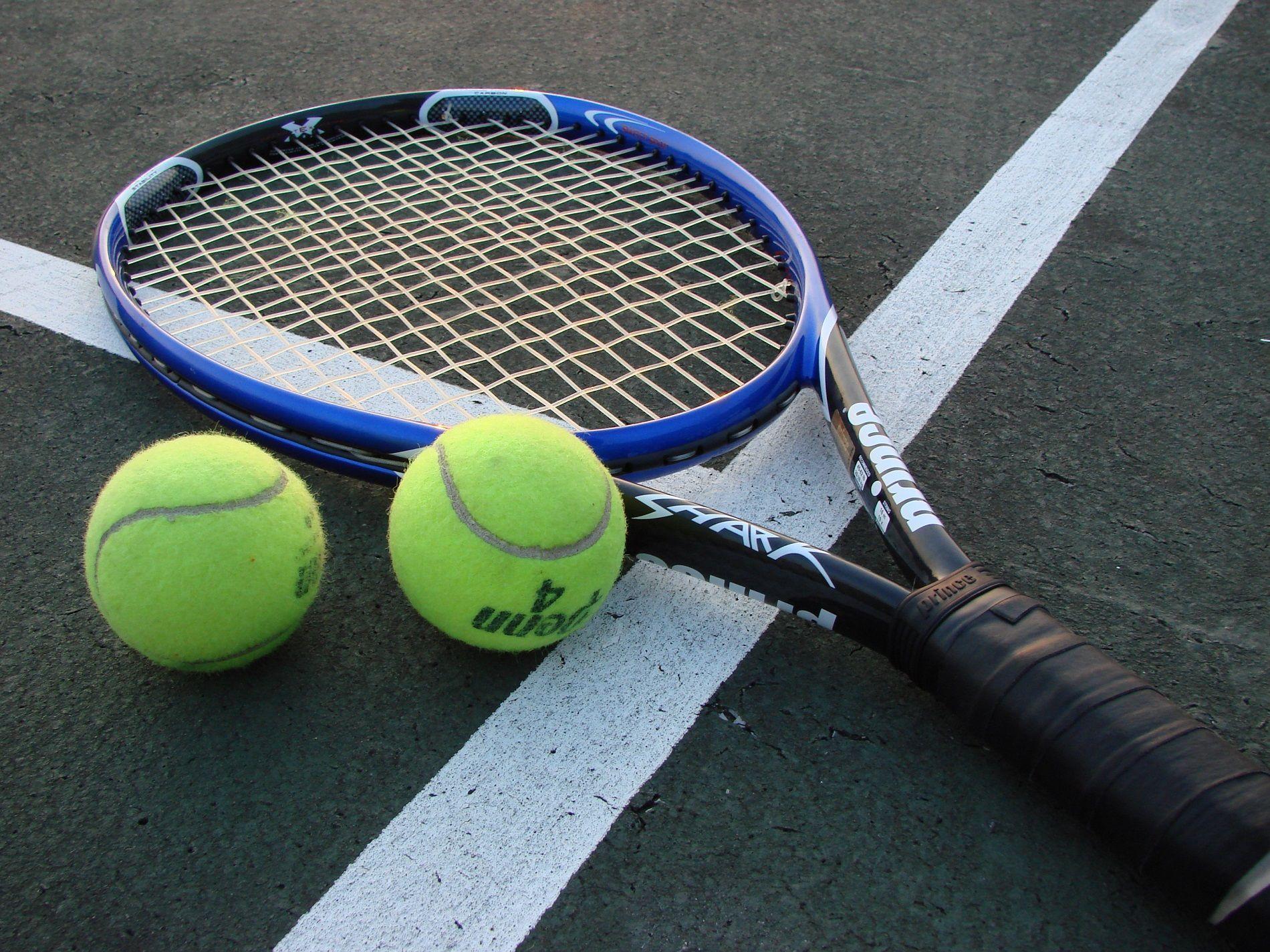 Giocare a tennis in una chiesa sconsacrata si può