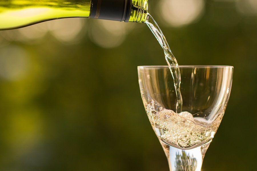 Un bel bicchiere di vino bianco