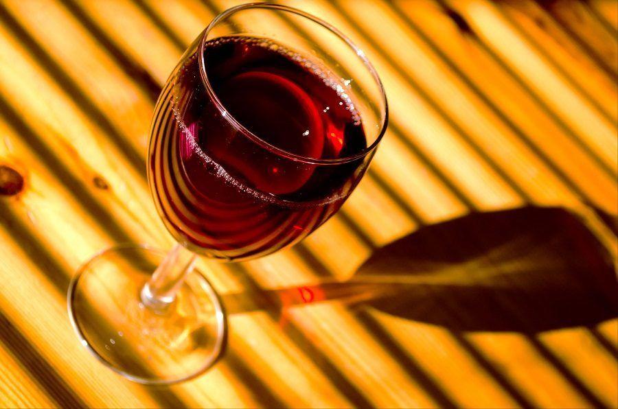 Il vino rosso potete sia berlo che metterlo nell'acqua del bagno