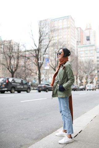 Parka, jeans e sneakers - Dal blog 9to5 chic