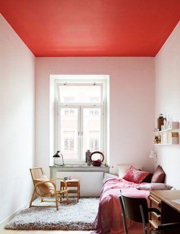 Chi lo dice che il soffitto debba essere chiaro?