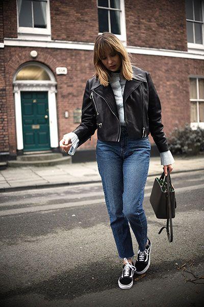 Giacca di pelle, jeans e sneakers - Dal blog Shot from the Street