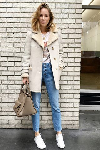 Cappotto, jeans e sneakers - Dal blog Anine's World