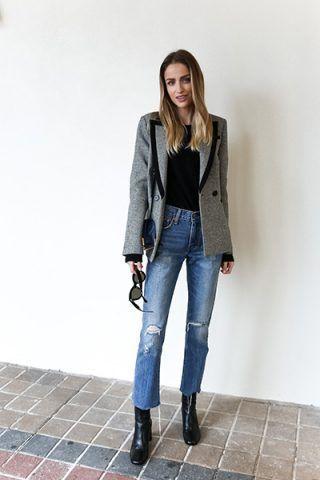 Blazer grigio e jeans - Dal blog Little Blonde Book