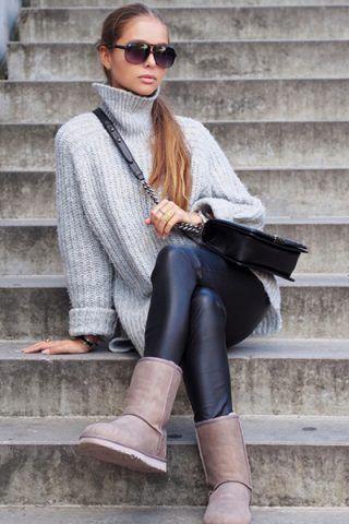 Leggings di pelle + maglione a collo alto