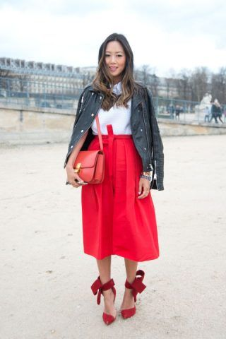Scegliete il mood romantica con midi skirt rossa