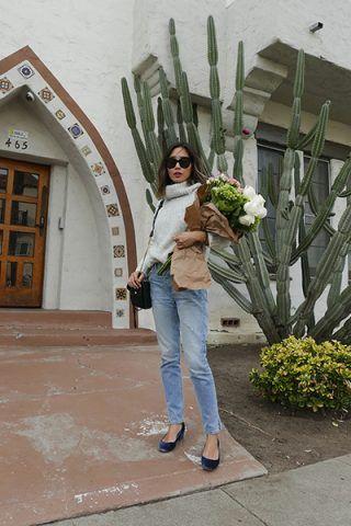 Maglione a collo alto, jeans e ballerine - Dal blog Song of Style