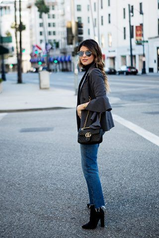 Giacca con volant, jeans e stivaletti - The Girl from Panama