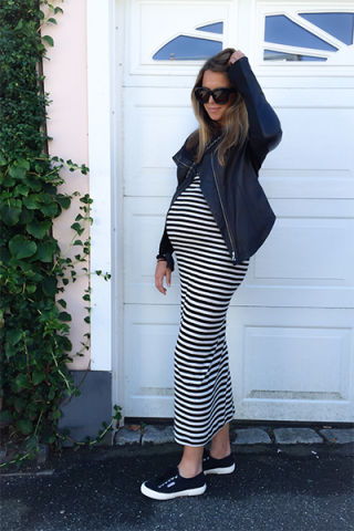 Abito a righe e sneakers - Dal blog Laura Lawaetz