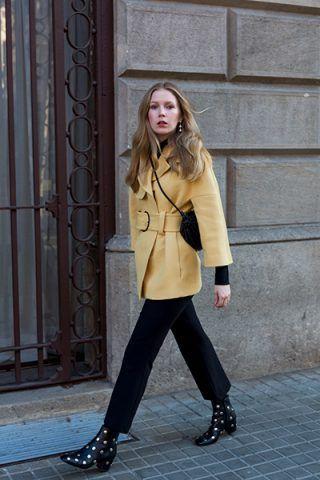 Cappotto giallo e stivaletti - Dal blog Fashion Squad