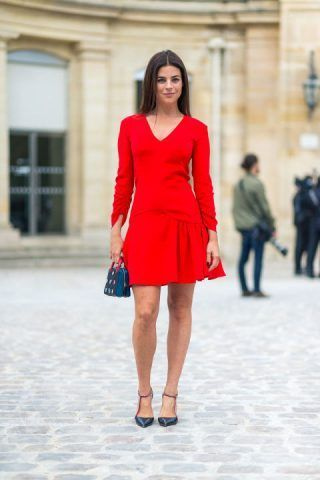 Il mini dress rosso è la scelta giusta per un look più sbarazzino