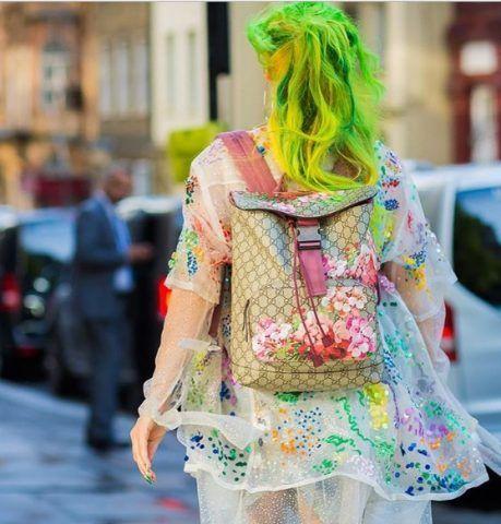 Anna Trevelyan ci insegna come non indossare uno zaino Gucci