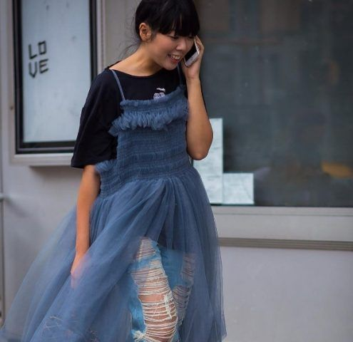 Susie Bubble e il trend dell'abito con pantaloni ancora una volta da non imitare