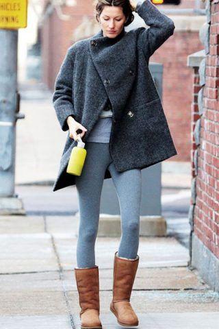 Gisele Bundchen li indossa con leggings e cappotto grigio