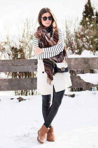Cappotto bianco + leggings di pelle