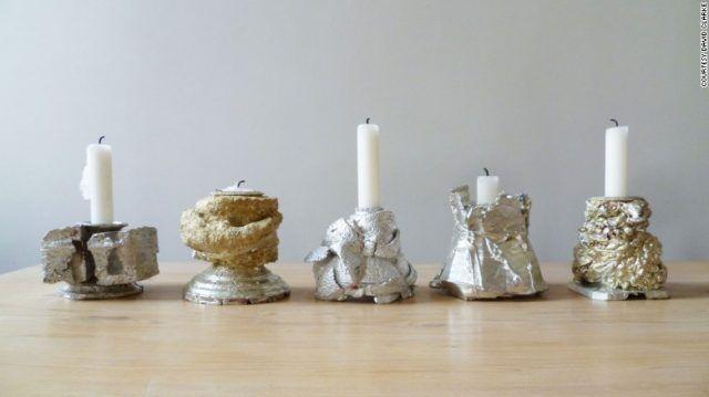 Candelabri di materiale riciclato da cucchiai e zuccheriere