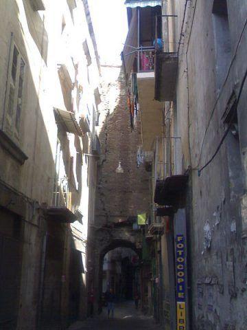 Una delle arcate di via Anticaglia