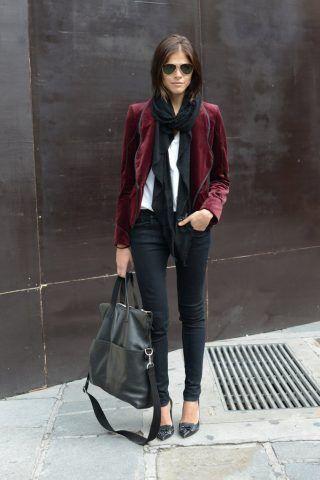 Rock con skinny neri e giacca in velluto trend di stagione