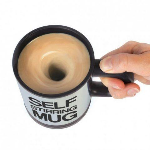 La mug che gira da sola il latte