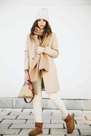 Cappotto color cammello + pantaloni bianchi