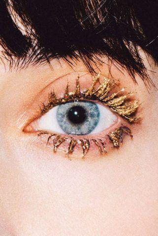 Mascara con brillantini oro