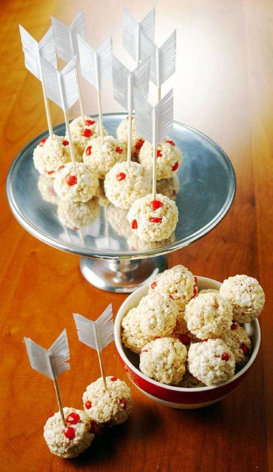 Frecce con palline di riso soffiato e frutti rossi