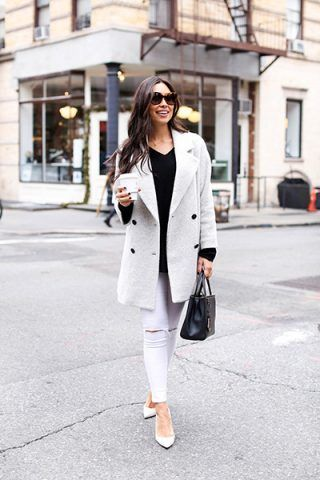 Cappotto grigio e pantaloni bianchi - Dal blog With Love from Kat
