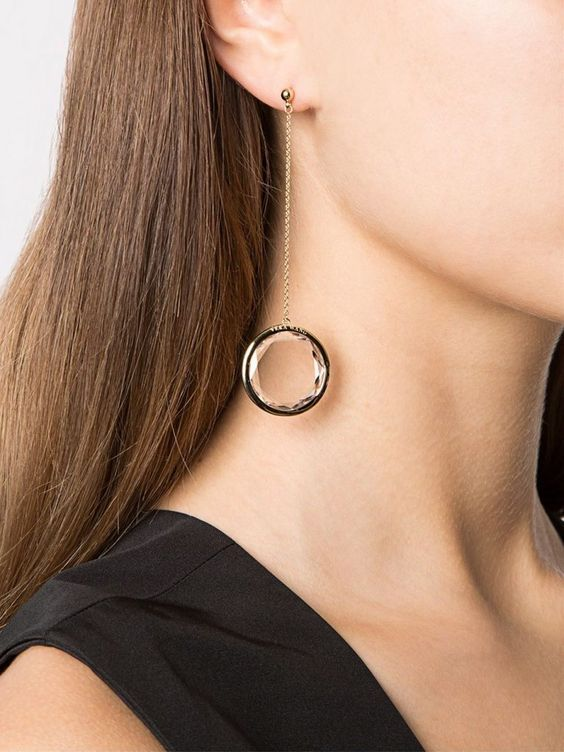 Con pendente a forma di cerchio