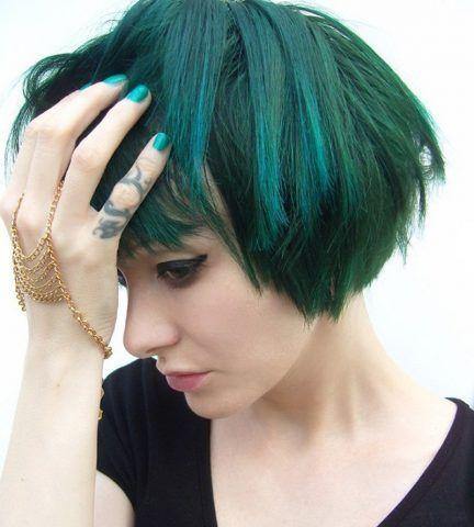 Capelli corti colore verde