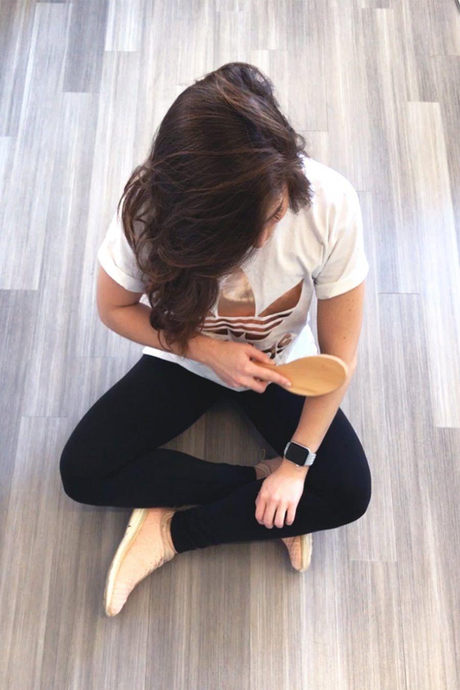 Esfoliare la pelle con una spazzola
